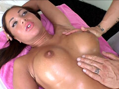 Angelica Heart's fat pussy yearned for the cock during massage