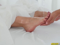 Beautiful toes, sexy soles and amazing arches
