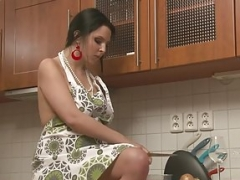 Curvy babe in the kitchen established masturbating