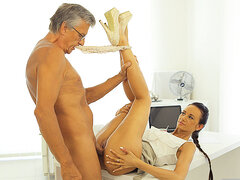 OLD4K. Mother I´d Like To Fuck boss stretches hot babe assistant instead of..