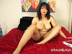 buxom 50-year-old mummy Lala Bond gets her deep climax