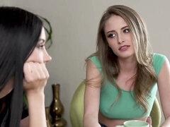 Leszboszik a lánykoleszban - xxx videók ingyen