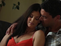 Erotic foreplay turns into intimate hardcore fuck for India Summer