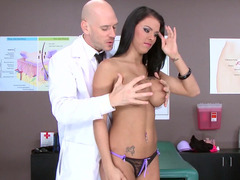 Porno babe Peta Jensen and her doctor have hot sex