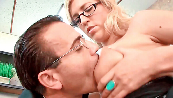 Victoria White giving deepthroat and getting stuffed in her cunt