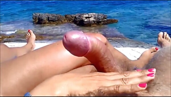 Wifey providing hj on beach PublicFlashing.me