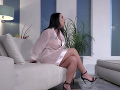 Buxom masseuse Angela White takes care of years of sexual frustration and longing