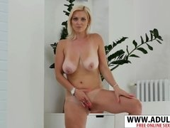 Hottie Mom Kirsten Klark Shows Her Juicy Boobs