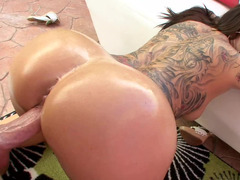 Sweet thing has a vibrator on her clit as she is getting penetrated