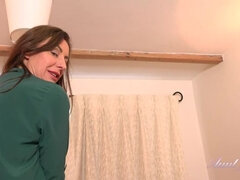 Lara After Dinner Teasing Jerk Off Instruction