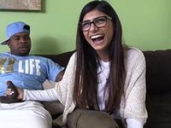 Muslim backdoor high definition and plus arab sexy dance Mia Khalifa Tries A Huge Black Knob