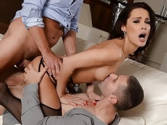 Perky titted Nikita Bellucci gets DPed