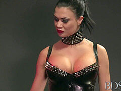 leather domme punish slave 111